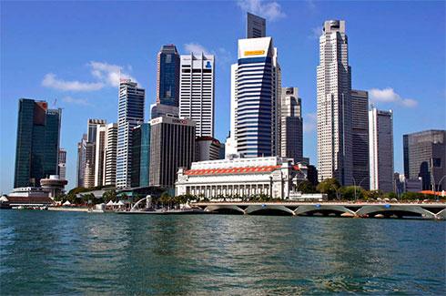 в Сингапуре снижаетсяе экономика