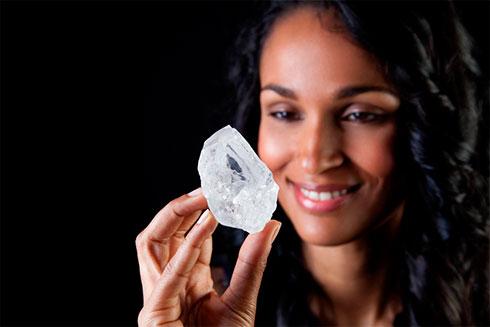 На аукционе Sotheby's будет продан алмаз размером «с кулак»