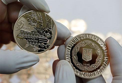 Памятные монеты к25-й годовщине независимости государства Украины продадут нааукционе