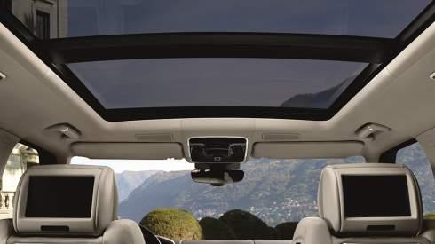 Компания Land Rover представила обновленный вариант своего флагманского внедорожника Range Rover
