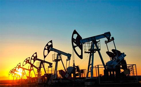 Цены нанефть понижаются: Brent торгуется чуть выше $55