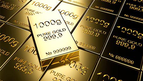 Золото продалжает катится вниз