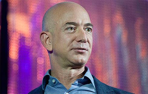 Руководитель Amazon стал вторым всписке самых богатых людей планеты