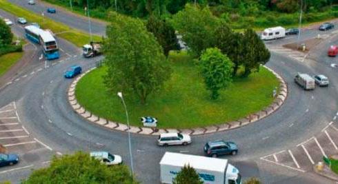 Рада ввела единые правила пересечения перекрестка скруговым движением