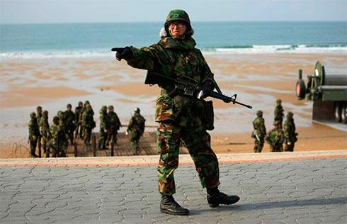 США отправили ударную группу флота кберегам КНДР