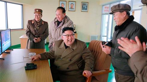 США направляют авианосец сударной группой кберегам Корейского полуострова