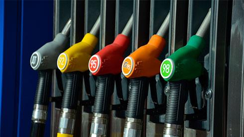 Наукраинских АЗС резко подорожали бензин идизтопливо