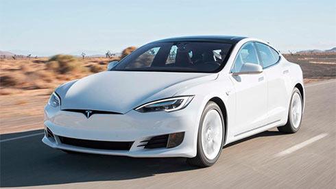 Илон Маск пообещал представить электрогрузовик уже внынешнем году