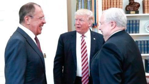 Reuters сказал отайном общении штаба Трампа скумом В. Путина
