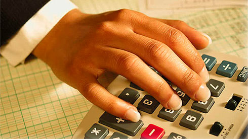 Средняя заработная плата вКиеве составила 10 788 грн. Постране показатели упали