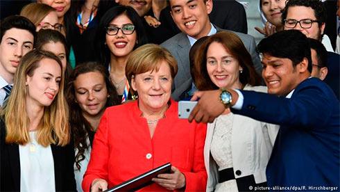 Стена между Мексикой иСША нерешит проблему мигрантов— Меркель