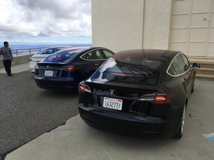 Вглобальной сети выложили впечатляющие краш-тесты Tesla Model X