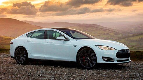Электрокар Tesla Model Sпроехал без подзарядки 900км