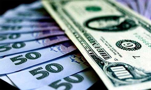 Нацбанк снизил курс гривны, межбанк открылся без изменений