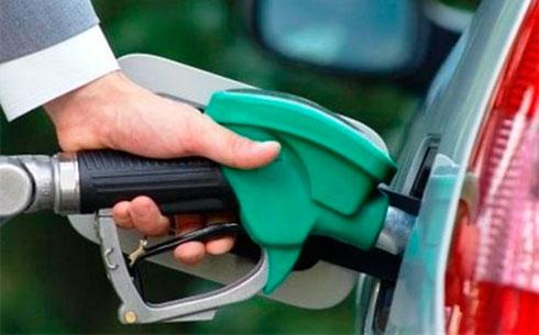 Вукраинских сетях АЗС резко увеличились цены навсе виды топлива