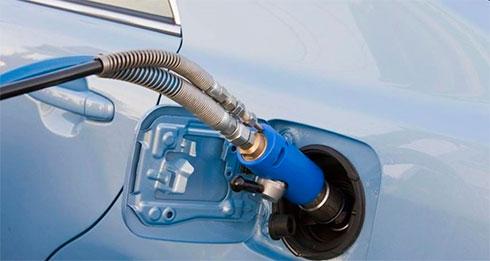 Настоличных заправках снова подорожали бензин идизтопливо
