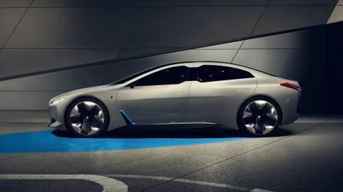 Новый прототип BMW проедет без зарядки 600 километров