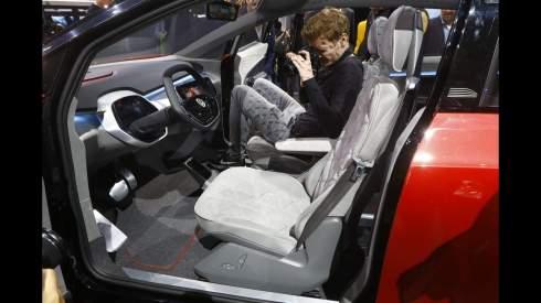 Электрокроссовер VW научили открывать двери голосовыми командами