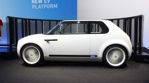 Во Франкфурте дебютировал электрический сити-кар Honda