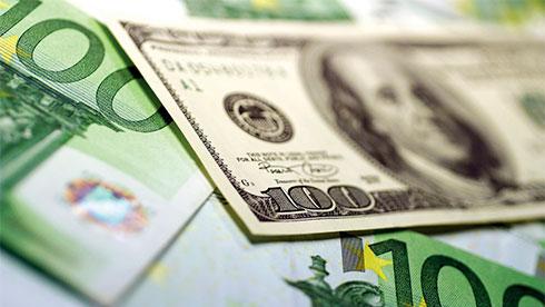 Евро идоллар упали вцене  напервых торгах недели