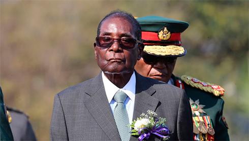 93-летний президент Зимбабве покинул пост