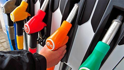 Крупнейшие сети АЗС вгосударстве Украина подняли цены набензин идизтопливо