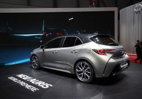 Новый Toyota Auris дебютировал с двумя гибридными установками