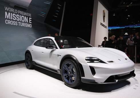 Электрический кроссовер Porsche: 600 сил и три экрана