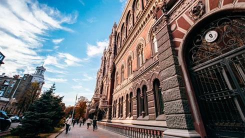 Нацбанк сказал, как будут работать украинские банки намайские праздники
