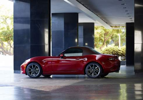Mazda улучшила родстер MX-5: он стал мощнее и безопаснее