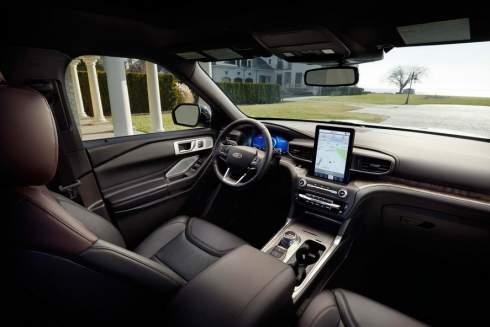 Новый Ford Explorer: заднеприводная платформа и вертикальный планшет