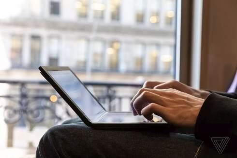 Lenovo показала первый в мире изгибаемый ПК