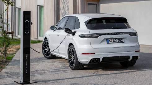 Новый Porsche Cayenne стал 680-сильным гибридом