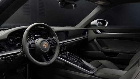 Новый Porsche 911 Carrera 4: полный привод и 385 сил