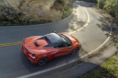 Среднемоторный Chevrolet Corvette стал родстером