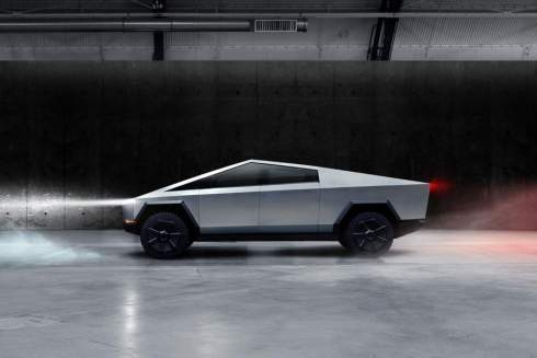 Пикап Tesla разгоняется до «сотни» за три секунды и не боится пуль