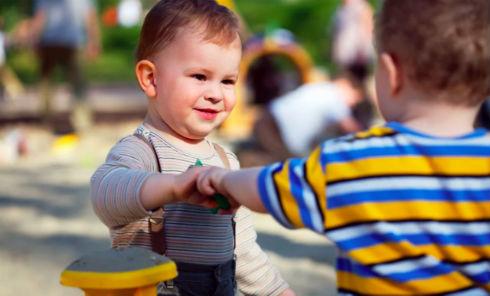 Як одягати хлопчика у дитячий садок