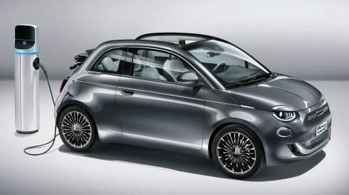 Новый Fiat 500 перешел на электротягу и сохранил ретро-дизайн