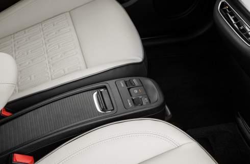 Представлен электрический хэтчбек Fiat 500