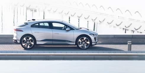 Jaguar I-Pace обновился и стал технологичнее