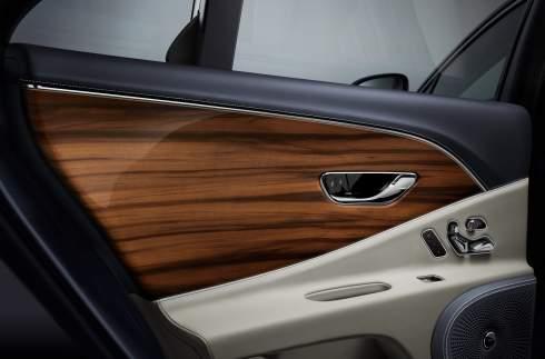 Bentley добавила новому Flying Spur четырехместный салон