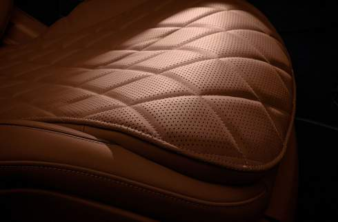 Mercedes-Benz рассказал об инновационной подсветке салона нового S-Class