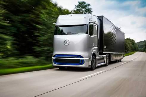 1000 километров на одной заправке: Mercedes-Benz представил водородный грузовик