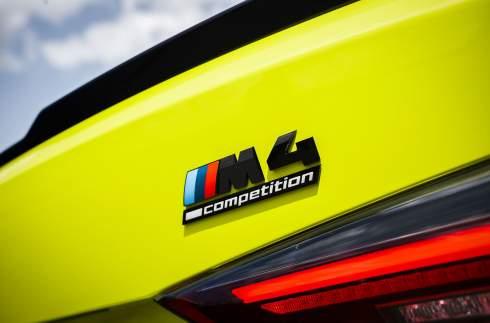 BMW представила новые M3 и M4 с огромными «ноздрями» и механической коробкой