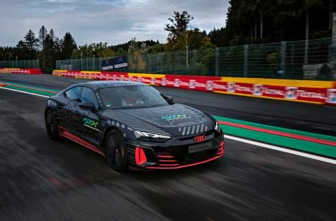 Audi показала первый электромобиль линейки RS