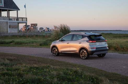 Электрокар Chevrolet Bolt обновился и обзавелся кросс-версией