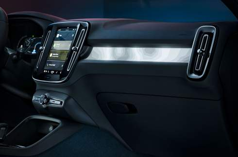 Volvo представила электрическое кросс-купе C40 Recharge
