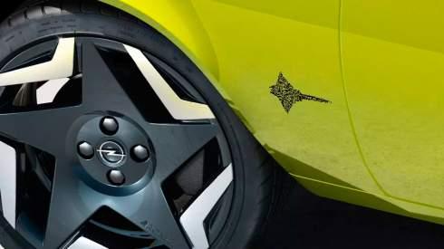 Opel заменит логотипы на машинах QR-кодами