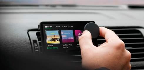 На радость автолюбителям: Spotify представила свой первый гаджет