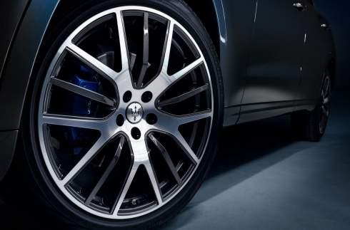 Maserati представила первый гибридный кроссовер в истории марки